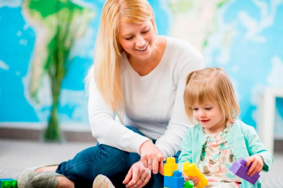 Ev İşlerine Yardım Eden Çocuk Bakıcısı
